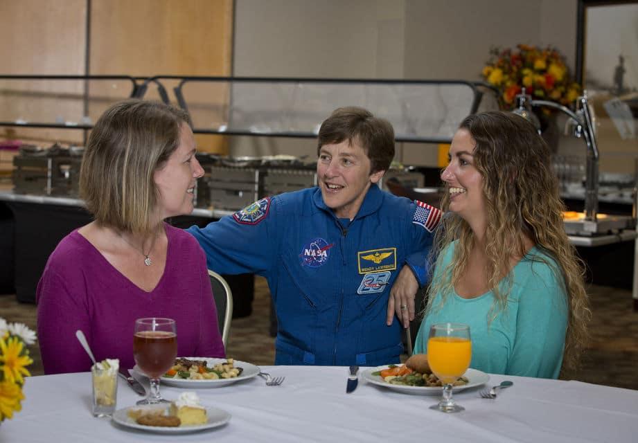 Speisen Sie mit einem Astronauten auf der Kennedy Space Center Tour