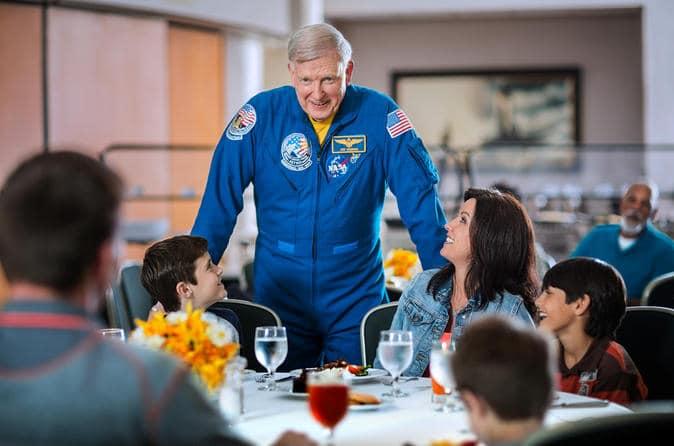 Speisen Sie mit einem Astronauten